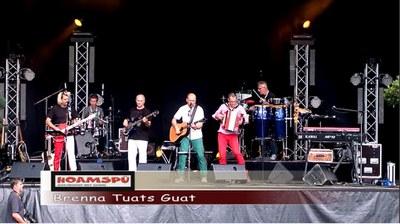 """Eine Live - Version von dem Titel """"Brenna Tuats Guad"""" von Hubert van Goisern gespielt von Hoamspü."""